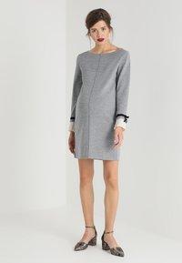 Pietro Brunelli - MAINFIELD - Stickad klänning - light grey melange - 1