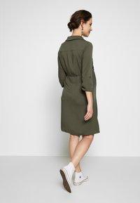 Pietro Brunelli - ISOTTA - Košilové šaty - dark sage - 2
