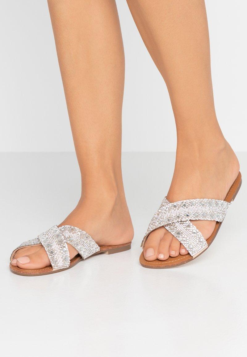 Paradox London Pink - NAHLA - Pantofle - nude