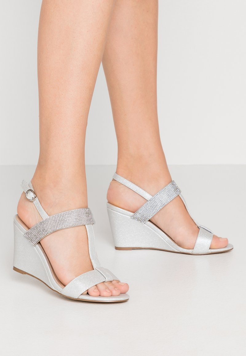 Paradox London Pink - JACEY - Keilsandalette - silver