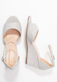 Paradox London Pink - JEMMA - Sandály na klínu - silver - 3