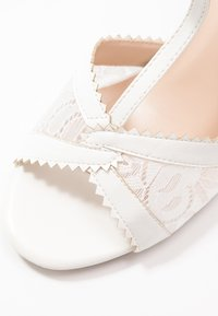 Paradox London Pink - QUEEN - Korolliset sandaalit - white - 2