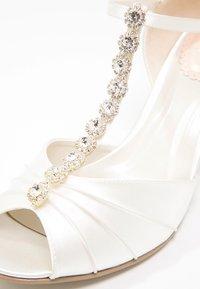 Paradox London Pink - FANTASY - Svatební boty - ivory - 5