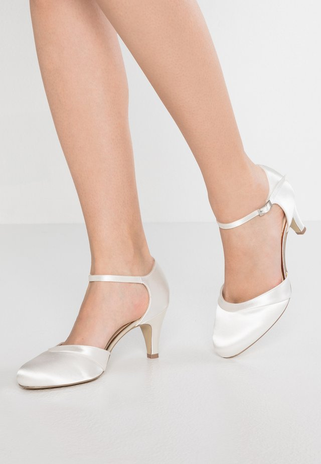 AUGUSTINE - Bridal shoes - ivory