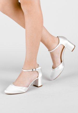 ADA - Bridal shoes - white