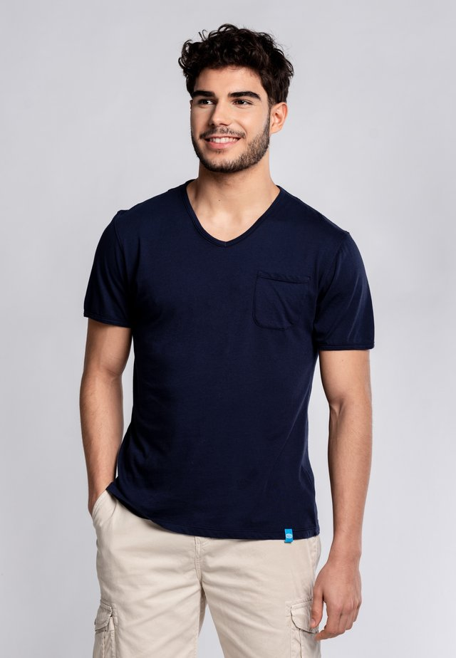 MOJITO - Basic T-shirt - blue