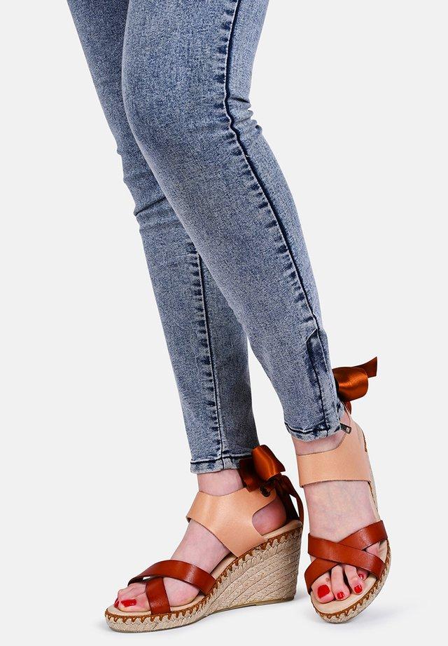 FIONA  - Sandalen met sleehak - pink