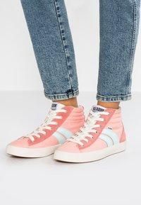 Palladium - Sneakers hoog - peach/pearl - 0