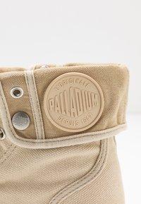 Palladium - PALLABROUSE BAGGY - Botki sznurowane - sahara/safari - 2