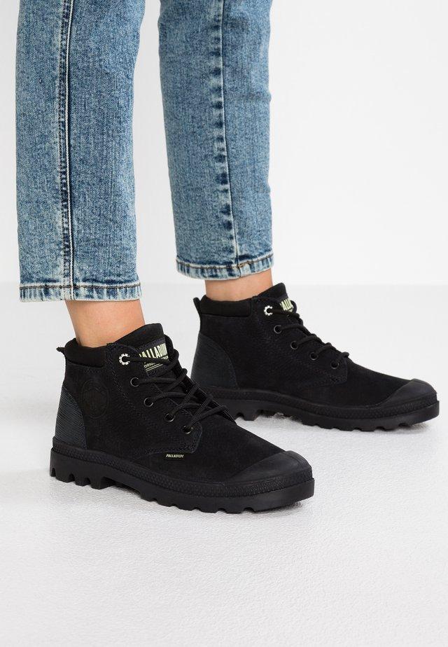 LEA - Korte laarzen - black/green sheen