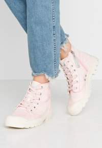 Palladium - PAMPA ZIP DESERTWASH - Boots à talons - pink - 0