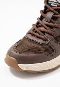 Palladium - AXEON MIDS - Sneakers high - carafe - 2