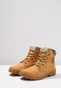 Palladium - PAMPA SPORT WATERPROOF SHEARLING - Bottes de neige - amber gold - 2