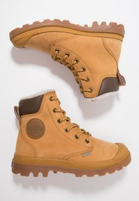 Palladium - PAMPA SPORT WATERPROOF SHEARLING - Bottes de neige - amber gold - 1