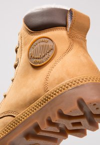 Palladium - PAMPA SPORT WATERPROOF SHEARLING - Bottes de neige - amber gold - 5