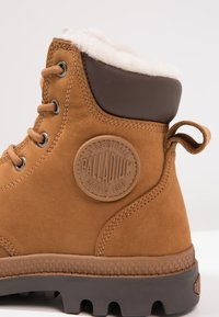 Palladium - PAMPA SPORT WATERPROOF SHEARLING - Vinterstøvler - mahogany/chocolate