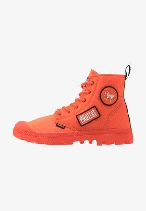 PAMPA HI CHANGE - Šněrovací kotníkové boty - orange