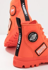 Palladium - PAMPA HI CHANGE - Bottines à lacets - orange - 5