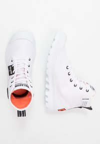 Palladium - PAMPA LITE OVERLAB - Bottines à lacets - white - 1