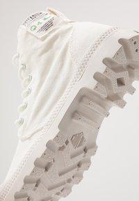 Palladium - PAMPA ORGANIC - Šněrovací kotníkové boty - star white - 5
