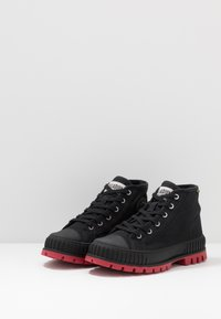 Palladium - PALLASHOCK MID - Veterboots - black/red - 2