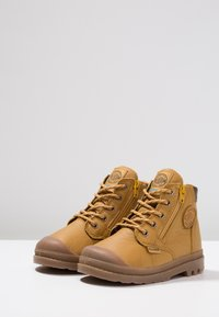 Palladium - PAMPA HI CUFF WP - Bottines à lacets - amber gold