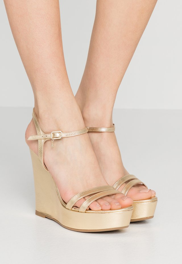 High heeled sandals - gold star