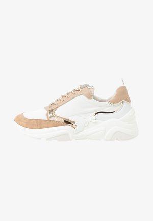 Sneakersy niskie - touch savana