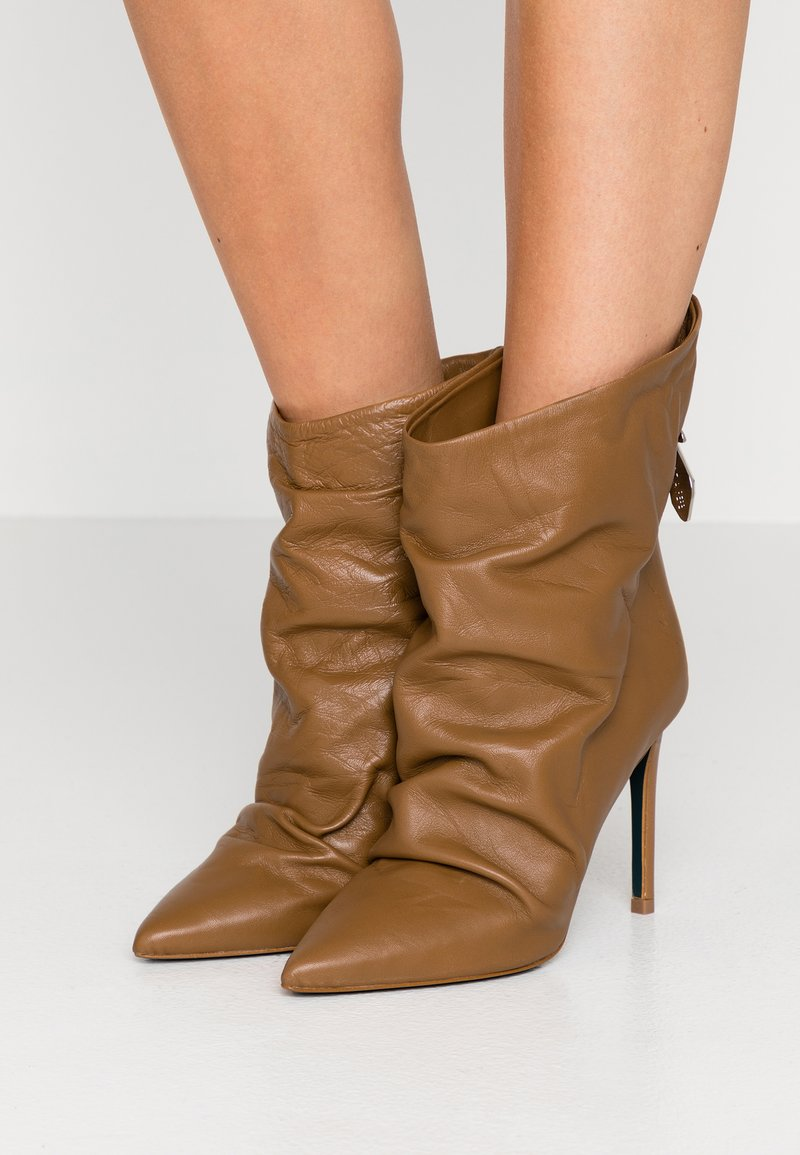 Patrizia Pepe - High heeled ankle boots - tan