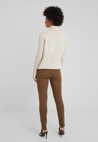Patrizia Pepe - Tygbyxor - techno brown - 2