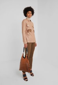 Patrizia Pepe - Tygbyxor - techno brown - 1