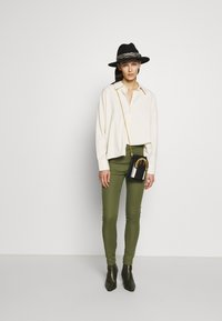 Patrizia Pepe - HIGH WAIST PANT - Pantalon classique - olive green - 1