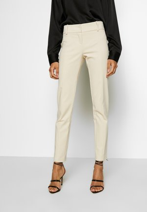 LOW FIT PANT - Tygbyxor - antica beige