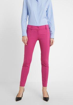 LOW FIT PANT - Stoffhose - cactus pink