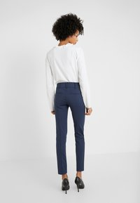 Patrizia Pepe - LOW FIT PANT - Trousers - navy - 2
