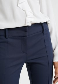 Patrizia Pepe - LOW FIT PANT - Trousers - navy - 4