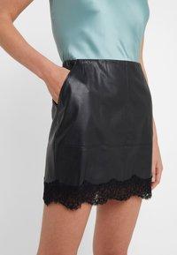 Patrizia Pepe - Mini skirt - nero - 4