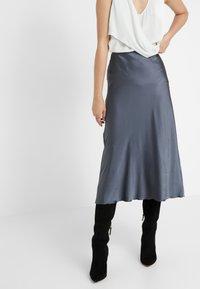 Patrizia Pepe - GONNA SKIRT - A-snit nederdel/ A-formede nederdele - lava grey - 0