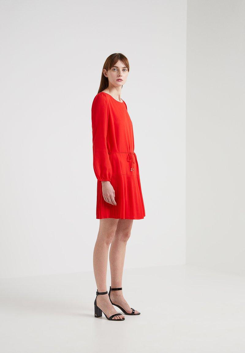 Patrizia Pepe - ABITO - Day dress - mars red