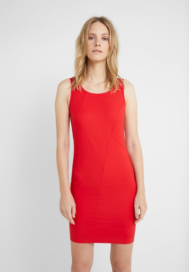 ABITO DRESS - Etuikleid - flame red