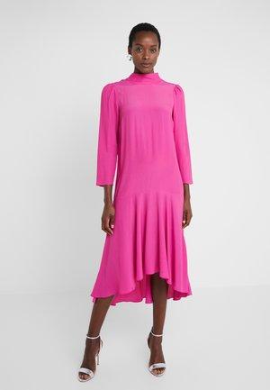 ABITO DRESS - Denní šaty - very berry