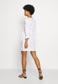 Patrizia Pepe - ABITO DRESS - Kjole - white - 2