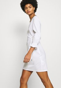 Patrizia Pepe - ABITO DRESS - Kjole - white - 3