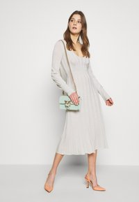 Patrizia Pepe - ABITO DRESS - Abito in maglia - statue white lurex - 2