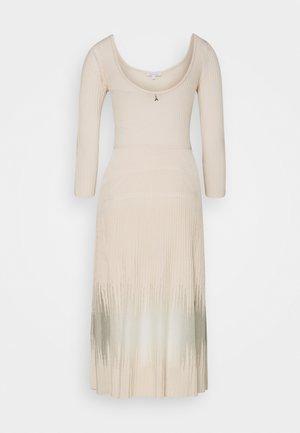 DRESS SEE THROUGH - Strikkjoler - pure skin
