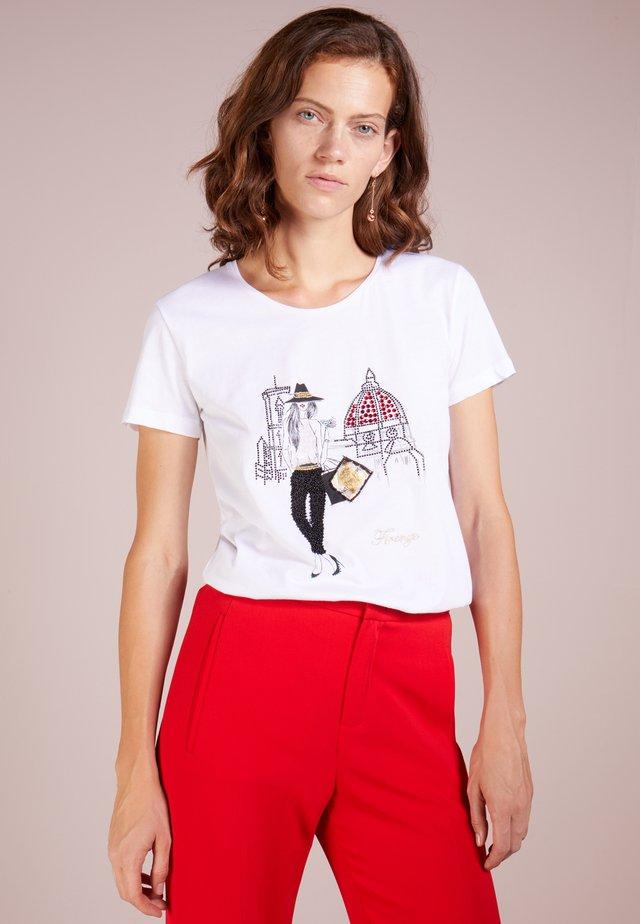 MAGLIA - T-shirt print - bianco/firenze