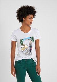 Patrizia Pepe - MAGLIA - T-shirt imprimé - bianco/losangeles - 0