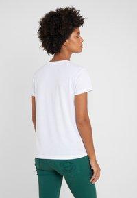 Patrizia Pepe - MAGLIA - T-shirt imprimé - bianco/losangeles - 2