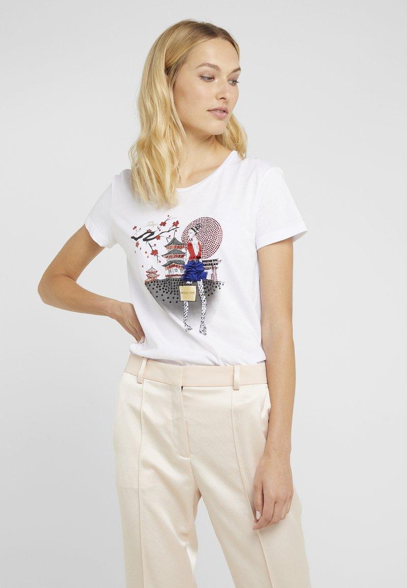 Patrizia Pepe - MAGLIA - T-Shirt print - bianco/tokyo