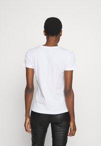 Patrizia Pepe - MAGLIA - T-shirt print - bianco - 2